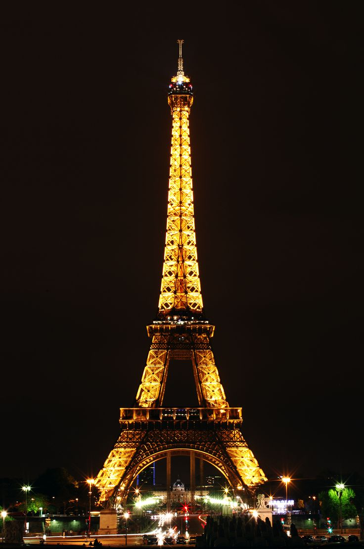 eiffel tower in paris france at night favorite places paris fra. Black Bedroom Furniture Sets. Home Design Ideas