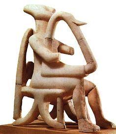 AUTORE: Ignoto NOME: Suonatore di lira; DATAZIONE:2000 a.C. circa; MATERIALE E TECNICA: Marmo scolpito a tutto tondo; LUOGO DI CONSERVAZIONE: Museo Archeologico Nazionale Atene