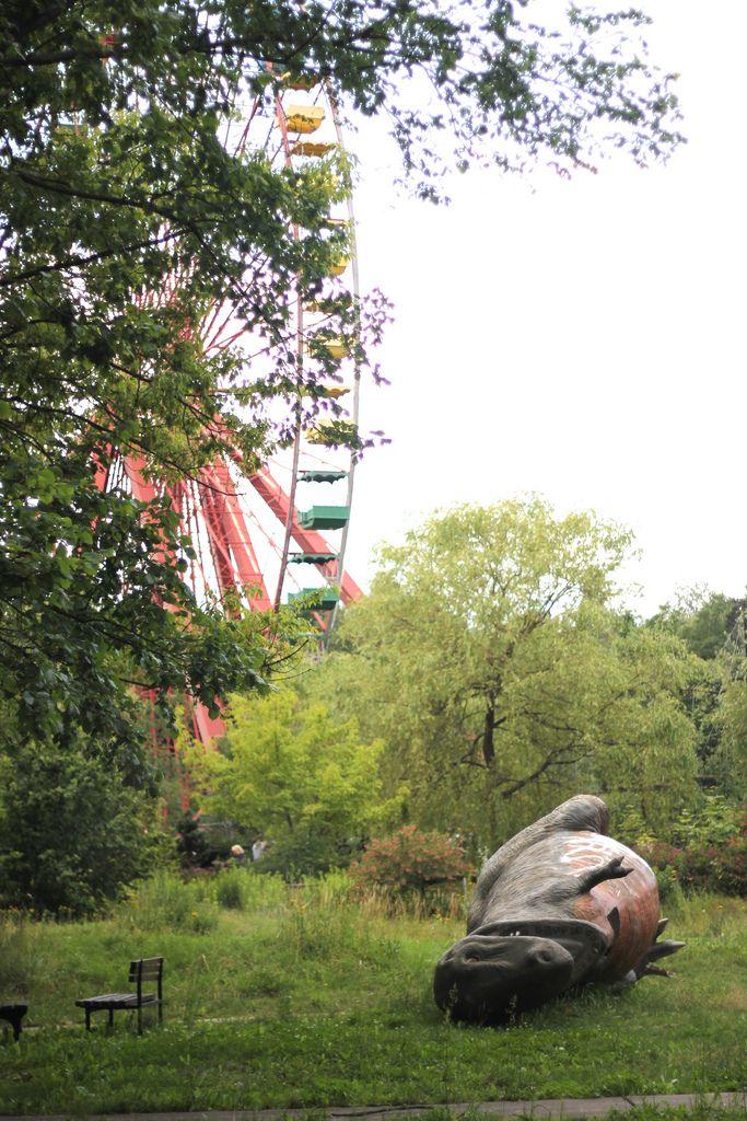 The Dinosaur Graveyard of East Berlin ~ Kuriositas
