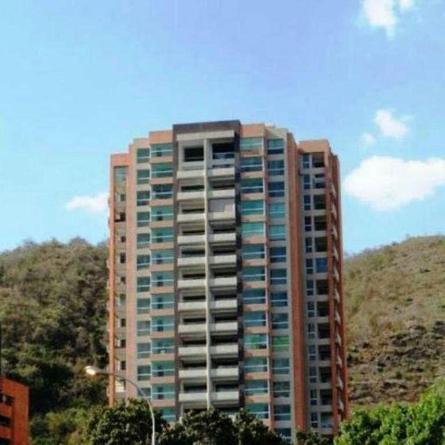 El inmueble que buscas ....Apartamentos, Casas,  Town House, Fondos de Comercio,Locales comerciales,Inmuebles vacacionales .Invierta en inmuebles es el momento!!! Estoy para servirle  Contacto  0424.418.1588 +58 4161109772  #venezuela #Valencia #margarita  #realestate #Realtor #AsesorInmobiliario #Venta #Alquiler #localrealtors - posted by Margla J  Pérez Farreras https://www.instagram.com/tu_asesorinmobiliario - See more Real Estate photos from Local Realtors at https://LocalRealtors.com