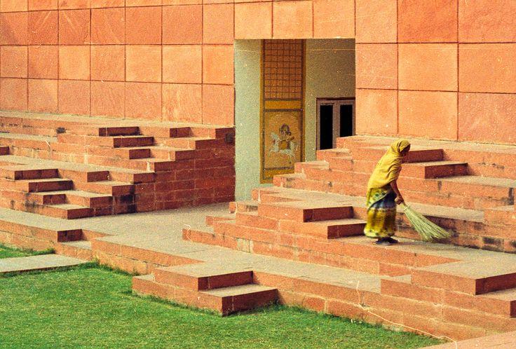 5193c3a2b3fc4bc96a0000f2_charles-correa-india-s-greatest-architect-_jawahar_kala_kendra_2 - Google-søgning