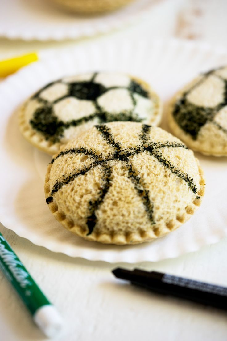The best team snack idea! This works for just about all sports and all you need are some edible ink markers, baggies and Smucker's Uncrustables.