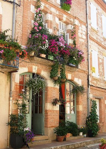I love the look of beautiful flower boxes and planters on old buildings. So homey. Such a wonderful juxtaposition.