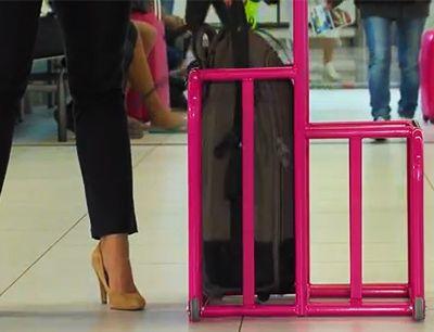 Tanie podróżowanie samolotem tylko z bagażem podręcznym - co zabrać ze sobą w podróż i jak efektywnie zapakować to wszystko w walizkę.