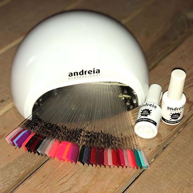 Aun no tienes cita? SUPER PROMO Solo el VIERNES 9 de febrero!!! Prepárate para carnaval con tu manicura semipermanente por sólo 18 (precio normal: 25) Llámanos ya al 931126173 y reserva tu cita! Que tengais un feliz y soleado miercoles! #sitges #shellac #manicure #carnaval #barcelona #imperfectsalon #imperfectlovers #garraf #santperederibes #vilanovailageltru #hair #beauty #body #lounge #hairartist #beautyaddict