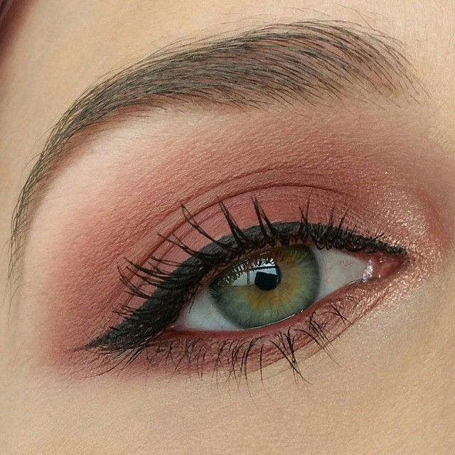 Amp up your everyday neutral makeup look with a hint of rosy reds!Creates a more unique, yet still very wearable look.❤️Lovely work by @kristyn.nicole525 using Makeup Geek's Cocoa Bear, Cupcake, & Peach Smoothie eyeshadows with a splash of our Grandstand foiled eyeshadow on the inner corner.✨ #makeup #makeupgeek #makeupgeekcosmetics