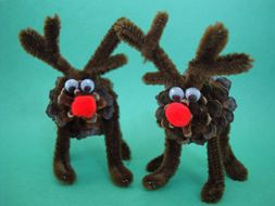 Pine Cone Reindeer (ages 6 and up). This is a really easy craft to make and it looks even better when the reindeer are pulling a Candy Cane Sleigh! I may try using twigs as antlers. Felt cut out in a small leaf pattern might make a good tail...hmmm Check out Busy Bee Kids Crafts.com for hundreds more craft ideas.