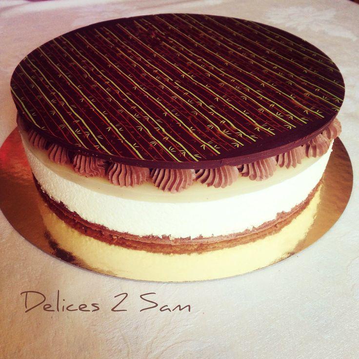 La poire et le chocolat forme un mariage parfait ! Je l'ai encore expérimenté ce weekend en réalisant un bavarois poire chocolat à l'occasion de l'anniversaire de ma sœur ainée. Ce dessert est fruité et gourmand à souhait. Ingrédients Pour la génoise...