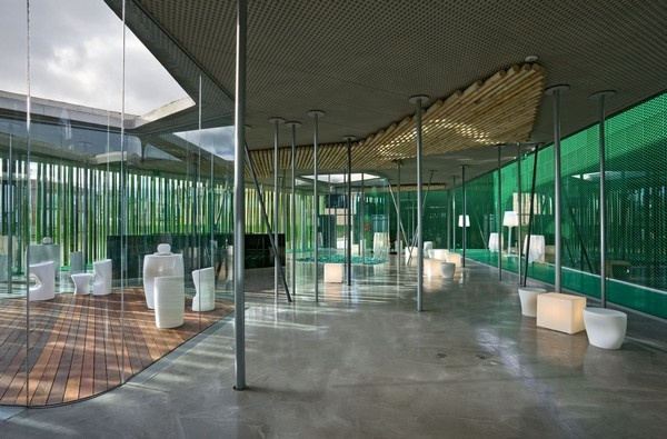 Lounge MS, Restaurante Marisol. Cadreita, Navarra. Mención en los Premios Construmat en la categoría Edificación.