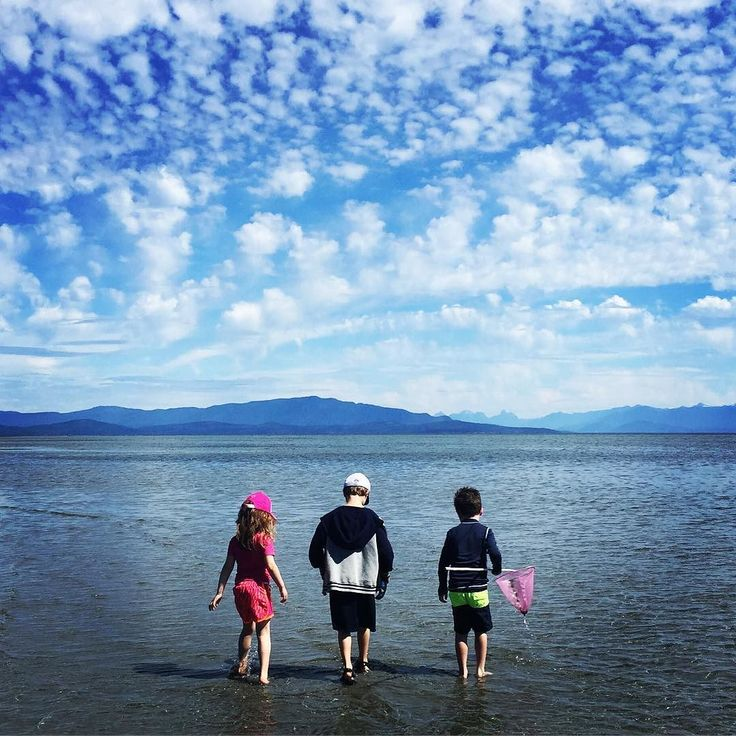 The joy of being little curious and adventurous in Parksville B.C.  the land of sandcastles roaming clouds and little sand crabs that play hide & seek  We stayed at the @tighnamara resort last summer and it didn't disappoint! Charming rustic cabins & endless beach warm shallow water = great for kids. Can't wait to go back..  #summerlovin #canadiansummer #summervacation #kiddiefun #canadianmom #canadiankids #mommyblogger #momsTO #bclife #parksvillebeach #parksvillebc #bcbeach #cloudscape…