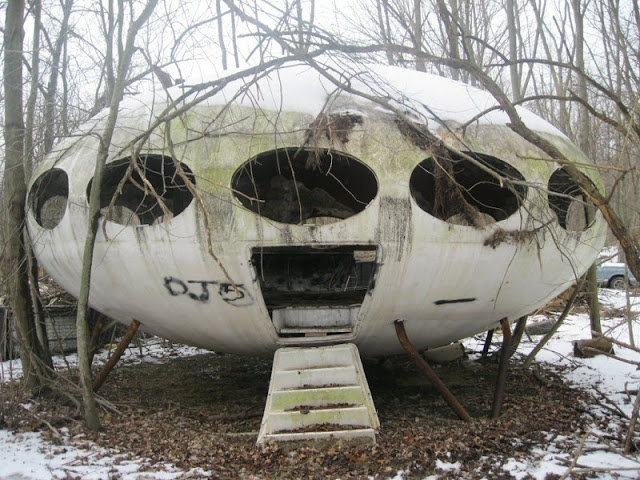 """#Abandoned (Corona): World Of Mysteries: Abandoned 1968 Futuro House, Pennsylvania. Like all Futuro Houses sold in the US, this one was built in Philadelphia by the Futuro Corporation that licensed the design to build and market it in the US. Interestingly, this Futuro """"House"""" was never actually a house at all. It was originally built as a restaurant."""
