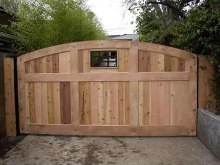 WOODEN SINGLE SWING DRIVEWAY GATE | Automatic Gates