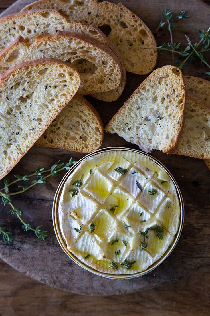 Thyme and Garlic Baked Camembert is seriously the easiest appetizer for the holiday season!! SO good!  #artofcheese @presidentcheese