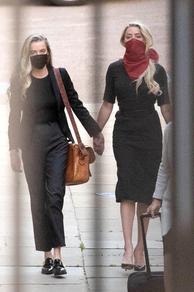Jadi Sorotan Amber Heard Bawa Pacar Wanitanya Ke Persidangan Johnny Depp Amber Heard Model Pakaian Liv Tyler