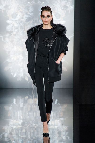 Mode à Paris FW 2014/15 – Valentin Yudashkin. See all fashion show on: http://www.bmmag.it/sfilate/mode-paris-fw-201415-valentin-yudashkin/ #fall #winter #FW #catwalk #fashionshow #womansfashion #woman #fashion #style #look #collection #modeaparis #valentinyudashkin