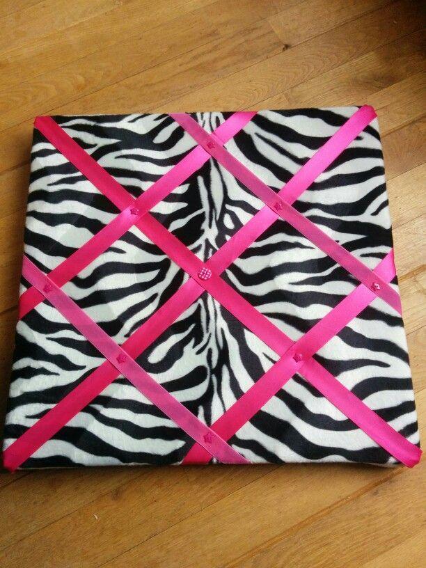 Membord, hier voor op een meisjeskamer, boven haar bureau. #memobord #zebra #roze #homemade #diy #loveit