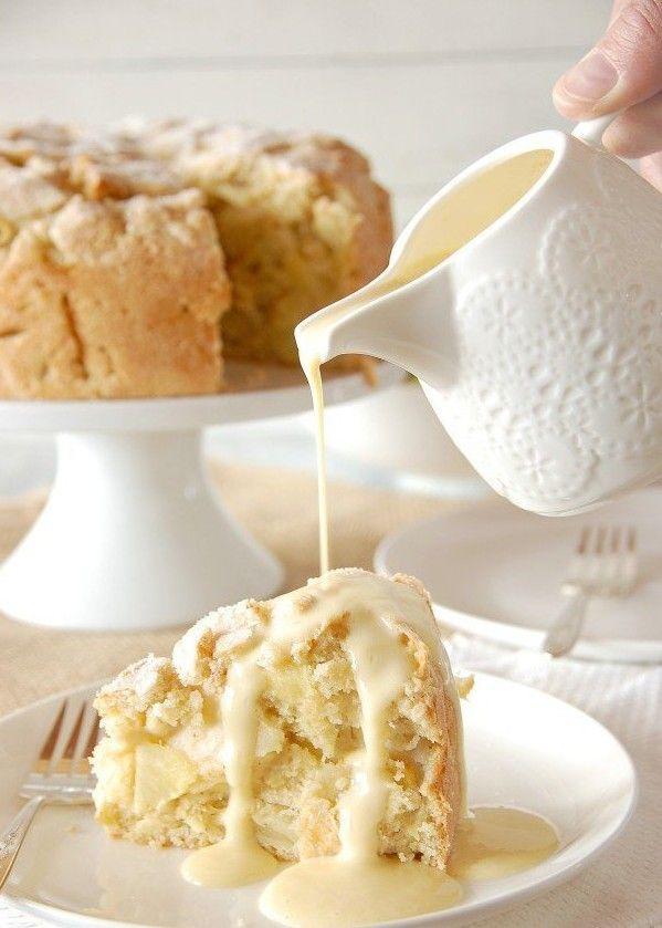 Просто восхитительный пирог, который подается с изумительным курдом. Курд — это разновидность крема. Он универсальный, поэтому подходит для различной выпечки. К этому пирогу больше всего подходит ванильный. Для приготовления пирога возьмите: 2 яйца; 0,75 ст. молока; 450 гр. муки; 2 ч. л. разрыхлителя для теста; щепотка соли; по 0,25 ч.л. молотых гвоздики и мускатного ореха; 150 г. сливочного масла; 200 г. сахара; 4 больших кисловатых яблока. Для курда необходимо: 3 желтка; 1,5 стакана…