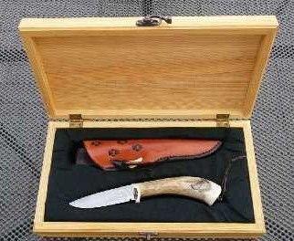 Knife scrimshaw wolf