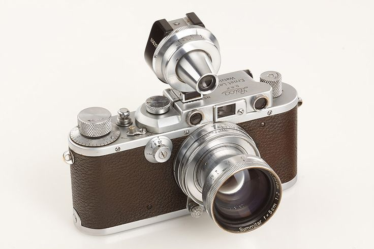 "Alfred Eisenstaedt's Leica camera and ""Kiss in Times Square"" photo up for sale"