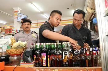 Berikan Rasa Aman, Jelang Hari Raya Nyepi Polda Bali Sita Ratusan Botol Miras