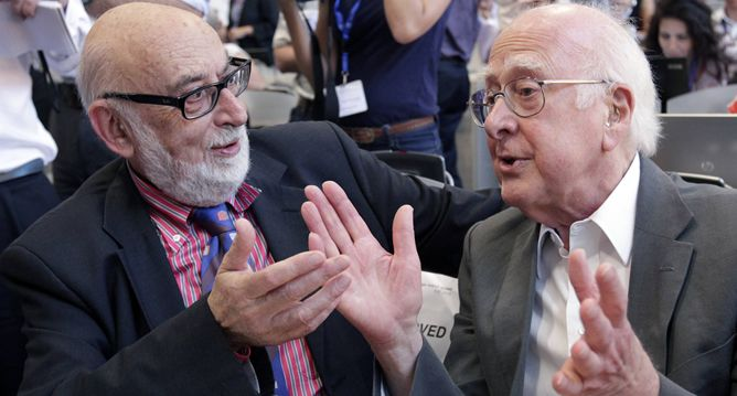 Física: François Englert i Peter W. Higgs.