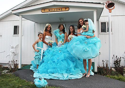 Gorger Gypsy Eden And Her Bridal Party Pose Outside The Church My Fat American Wedding Pinterest Poses Parties
