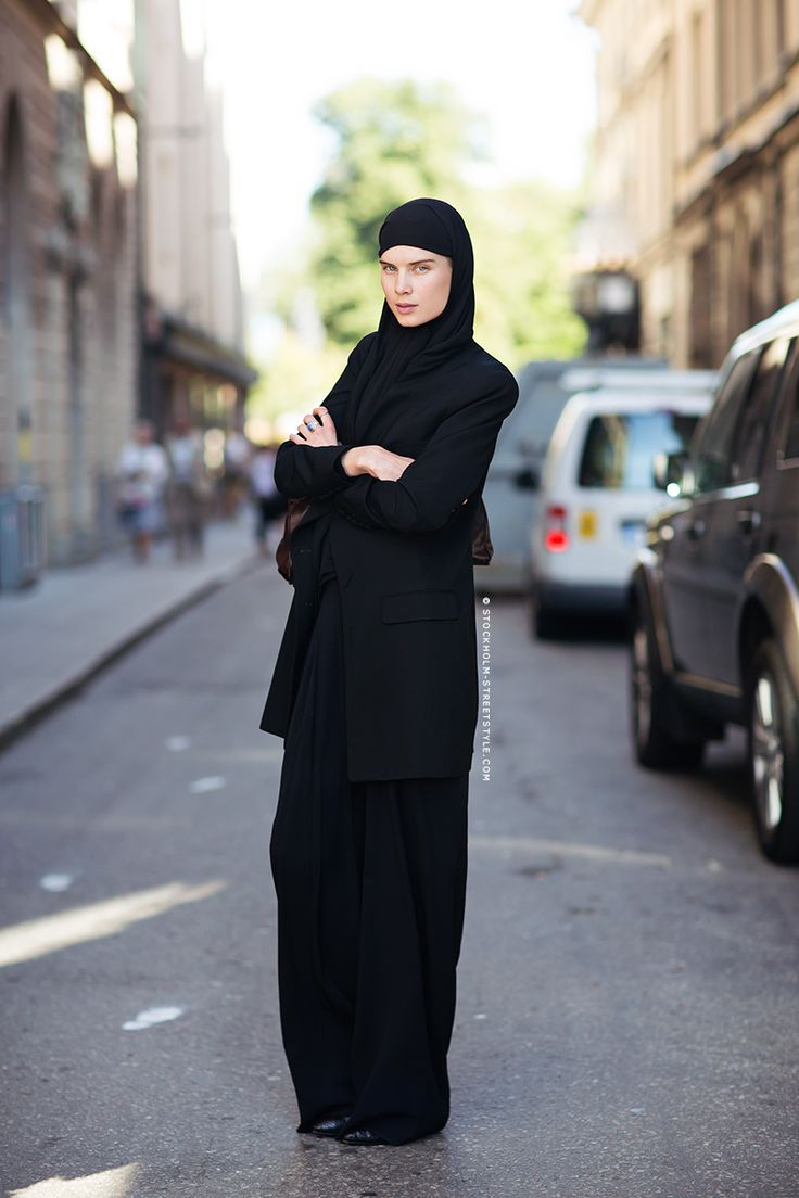 Elsa Sylvan Dons Americana Style For Free People Lookbook: Elsa Sylvan Clothed In Black...modern Hijab?