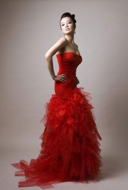 fun!: Gowns Dresses, Prom Girls, Red Dresses, Lady In Red, Valentines Day, Gorgeous Dresses, Dresses Floors, Red Hot, Fun Dresses