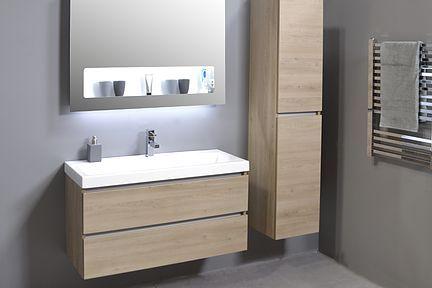 INK badkamermeubel, houten keerlijst, porseleinen bak. Houten kast en spiegelkast. Kwaliteit en uitstraling.