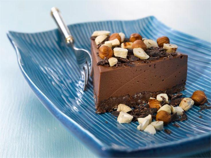 Amerikkalainen suklaa-juustokakku sopii moniin herkuttelu- ja juhlahetkiin ja vie takuuvarmasti kielen mennessään. http://www.valio.fi/reseptit/amerikkalainen-suklaa-juustokakku/