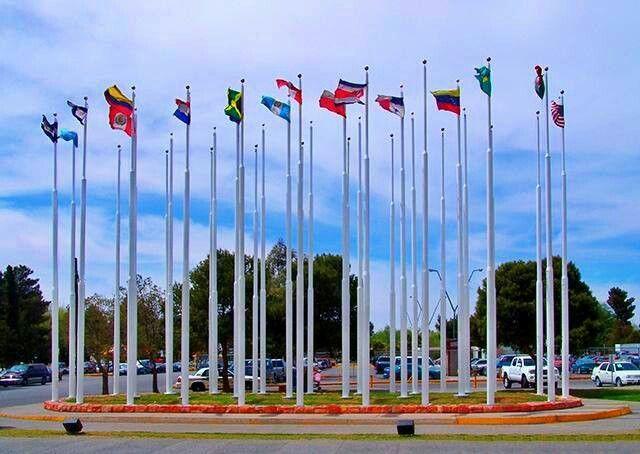 Plaza deLas banderas en el puente internacional del Chamizal.