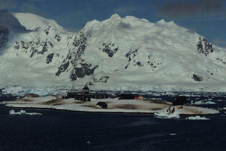 Base Naval Arturo Prat.
