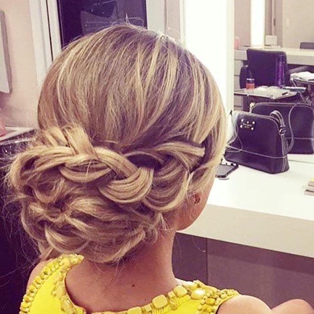 #mulpix Penteado super fofo e jovem para inspirar o sábado de vcs 🌸🌸🌸  #inspiração  #penteado  #coque  #trança  #romântico  #clean  #casamento  #formatura  #noiva  #madrinha  #nice  #hair  #hairdo  #hairstyle  #blonde  #loveit