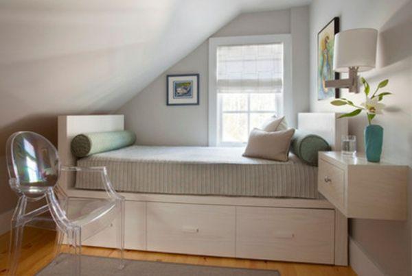 kleine schlafzimmer gr er aussehen bett glas stuhl design