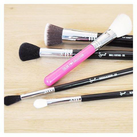 sigma beauty  désormais disponible sur www.lanaika.com ! 💯 Unique point de vente physique en France dans la boutique showroom au 34, rue Rivay, à Levallois Perret Metro Anatole France (Paris) 😍💋 Dépêchez vous pour shopper en exclusivité pinceaux et maquillage 👇🏻