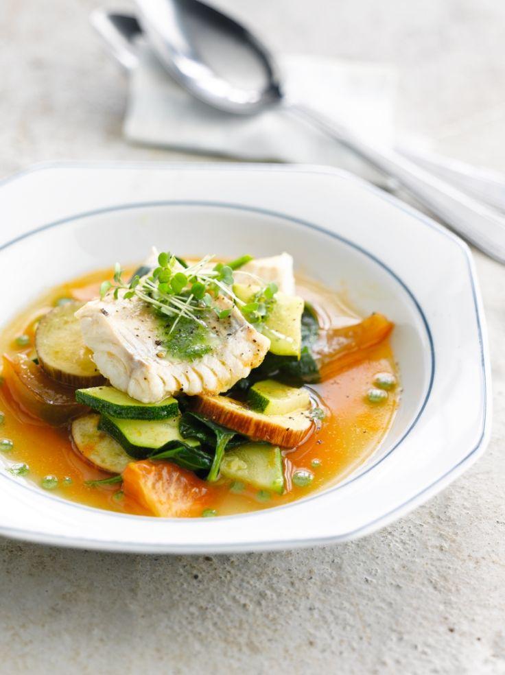 Tomatenbouillon met gebakken vis http://njam.tv/recepten/tomatenbouillon-met-gebakken-vis