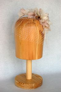 Diadema de hortensias de pluma con velo Luisa Gala