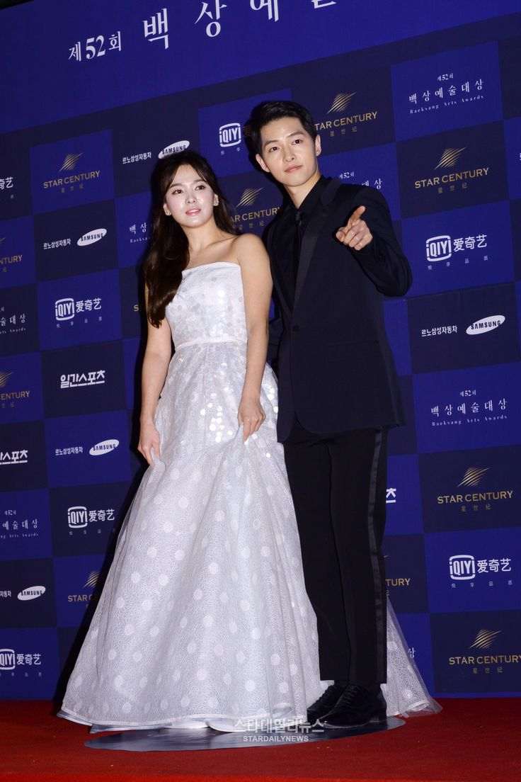 14 Photos Of Song Joong Ki And Hye Kyo Looking Absolutely Stunning On The Baeksang
