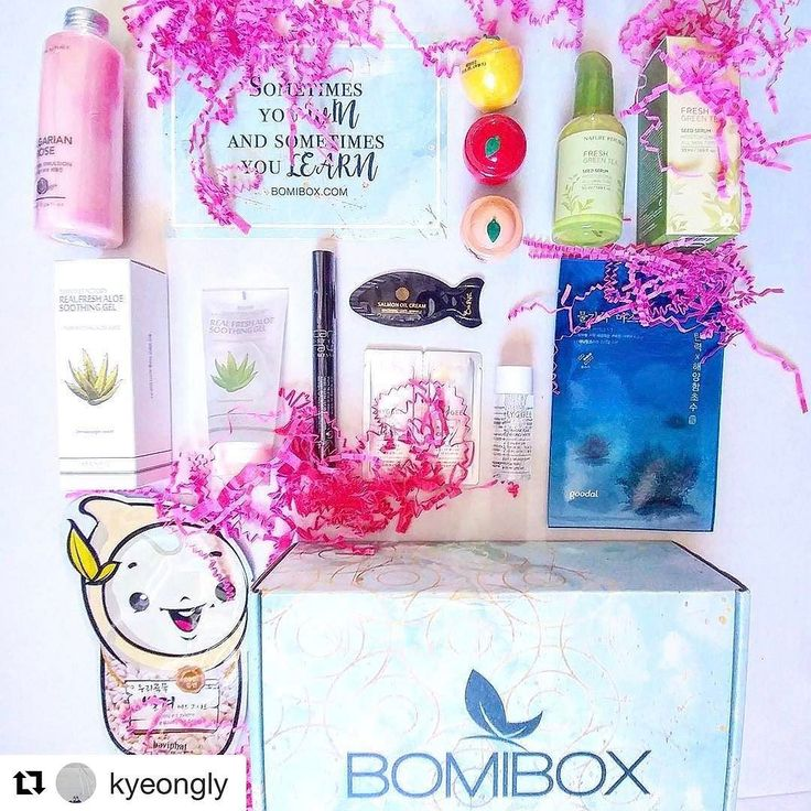 Another flat lay unboxing repost. Love the creativity of this community. Thank you @kyeongly   #Repost @kyeongly  March BomiBox finally came! Really excited for some of these. // #bomibox #스킨케어 #뷰티 #봄 #봄날 #좋아요 #예쁘다 #네이처리퍼블릭 #beauty #kbeauty #asianbeauty #skincare #koreanskincare #makeup #spring #cute #instagram #pretty #korean #korea #asian