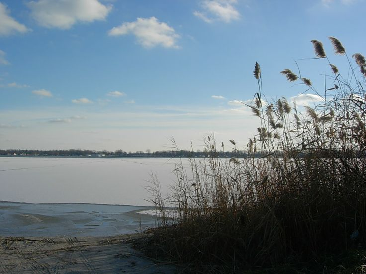 Winter chill at Bass Lake , Indiana .