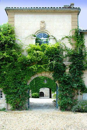 La Belle Vie de Chateau en Gascogne. 160km from Bordeaux, 162 from toulouse. 12 en suite rooms and a white night space dorm style that sleeps 24.