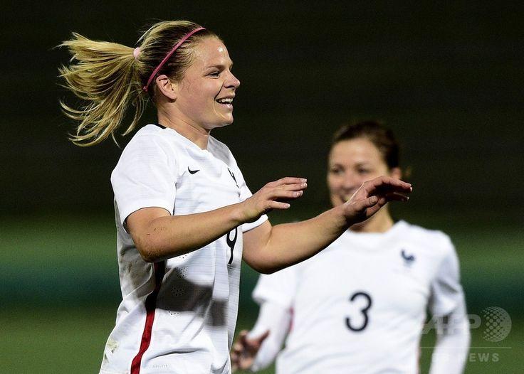 女子サッカー国際親善試合、フランス対カナダ。得点を決めたフランスのウジェニー・ルソメ(2015年4月9日撮影)。(c)AFP/FRANCK FIFE ▼10Apr2015AFP|ルソメの得点でフランスがカナダに勝利 http://www.afpbb.com/articles/-/3045085 #Eugenie_Le_Sommer #friendly_match_France_Canada #Eugénie_Le_Sommer #Eugenie_Le_Sommer