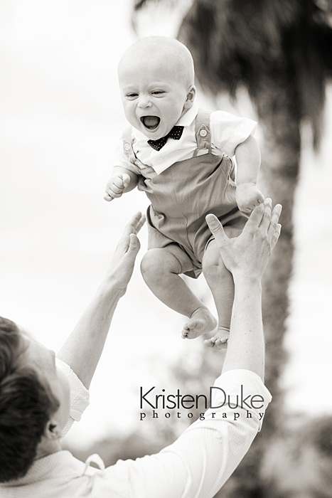 Cute pic... but I am particularly obsessed with the outfit on this happy little kid. LOVE.