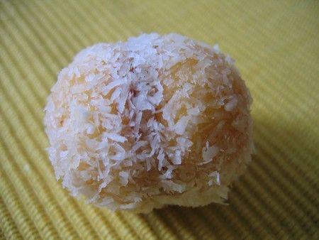 patisserie orientale: boule coco, ça c'est la tradition familiale!