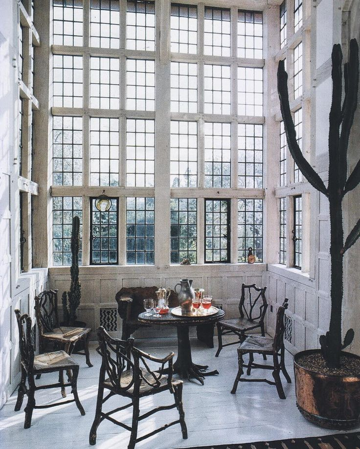 From Deanery Garden, designed by Lutyens in 1899 for Edward Hudson, founder of Country Life Magazine. World of Interiors, November 1989. Photo by James Mortimer.