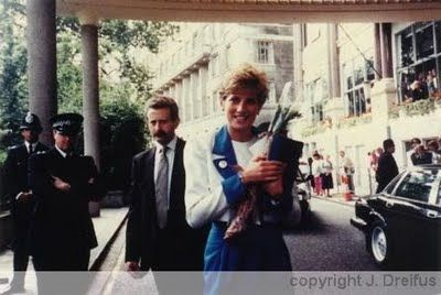 Meeting Princess Diana am I the olny 1 that thought of 1D