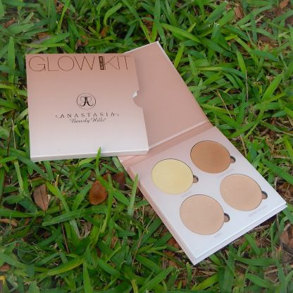 FAVORITES OF THE MONTH | JANUARY & FEBRUARY - Anastacia Beverly Hills Glow Kit, that Glow