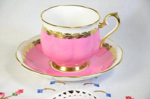 Royal Albert tea cup and saucer/ pink tea cup/ hot by VieuxCharmes