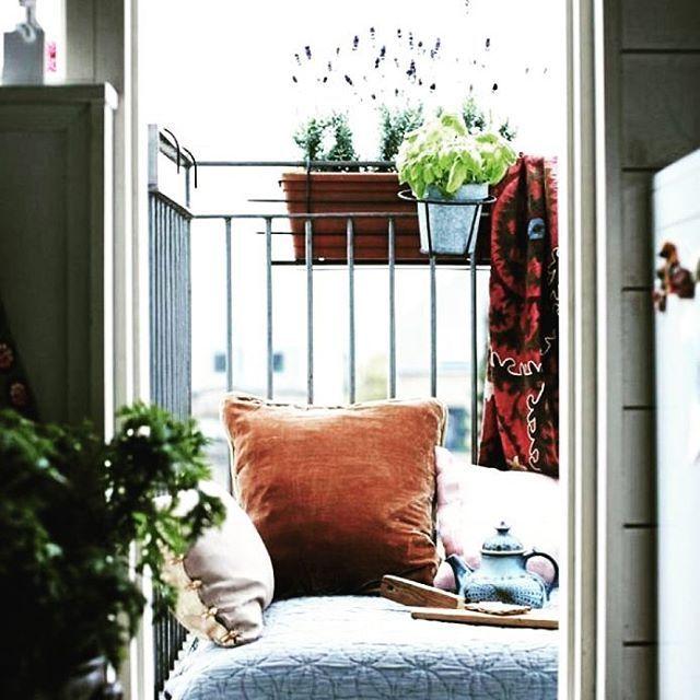 Or maybe this balcony #balkong #balkonginspiration #inspiration #inredningsdetaljer #balconyinspiration #balcony #elledecoration