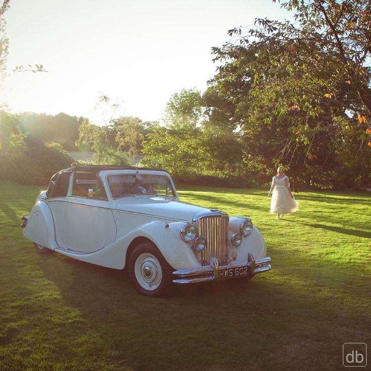 Love a vintage wedding car #wedding #weddingphoto #weddingphotography #weddingideas #weddingcar #vintage #photography #kentwedding #kent #lowlightphotography #romance #love